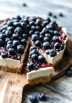 Icelandic Skyr & Blueberry Cake - Try a lighter and healthier cheese cake. This skyr-cake is filled with protein-rich. low fat yoghurt and has a rich + lovely taste. Just Desserts, Delicious Desserts, Dessert Recipes, Yummy Food, Cheesecake Recipes, Blueberry Cake, Blueberry Recipes, Blueberry Cheesecake, Food Porn