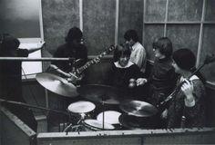 Jefferson Airplane December, 1965. L-R: Paul Kantner, Jorma Kaukonen, Skip Spence, Marty Balin, Jack Casady, Signe Toly Anderson.