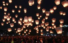 The hidden dangers of those magical sky lantern festivals Floating Lanterns, Sky Lanterns, Paper Lanterns, Building On Fire, New Taipei City, Traditional Lanterns, Severe Storms, Lantern Festival, Oil Candles