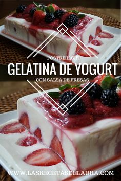 Delicioso postre light! Gelatina de yogurt con fresas y salsa de berries <3 fácil, saludable y muuuuy rica! Gelatin Recipes, Jello Recipes, Yogurt Recipes, Alcohol Recipes, Mexican Food Recipes, Sweet Recipes, Dessert Recipes, Yogurt Jello Recipe, Gelatina Light