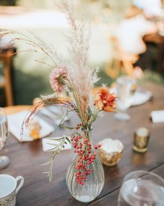 Of course, you don't need to use sky-high stalks to make an impact with this plant. Small wisps of pampas grass brought a touch of rustic elegance to this small centerpiece by Lace and Lilies.