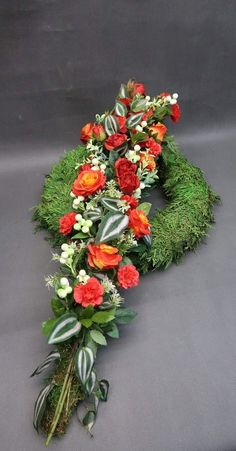Centrum mail - 34 nepřečtených zpráv Funeral Flower Arrangements, Funeral Flowers, Grave Decorations, Flower Decorations, Funeral Tributes, Sympathy Flowers, Arte Floral, Ikebana, Floral Design