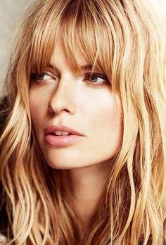 Wavy blonde hair with bangs // #Hair