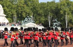 changing-of-the-guards-buckingham-palace