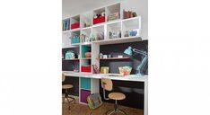 1 chambre pour 2 enfants : 40 idées pour l'aménager Shelving, Bookcase, Sweet Home, Kids, Home Decor, Twin Room, Room For Two Kids, Bed Wall