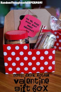 *Random Thoughts of a SUPERMOM!*: Sonic Drink Holder Valentine Gift Box -super cute and easy Craft Gifts, Diy Gifts, Sonic Drinks, Valentines Gift Box, Valentine Treats, Wrapping Paper Crafts, Drink Holder, Christmas Love, Teacher Gifts