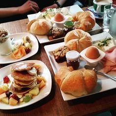 Die besten Locations für all you can eat-Brunch in Wien - Teil 2 - Good Breakfast Places, Breakfast Menu, Best Breakfast, Brunch, Visit Austria, Vienna, Chicken Recipes, Food And Drink, Dining
