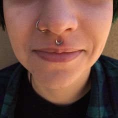 I got to snag a healed photo of this philtrum I did on one of my awesome clients today! They're wearing an 18k white gold moon end from @anatometalinc.