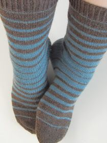 Ravelry is a community site, an organizational tool, and a yarn & pattern database for knitters and crocheters. Knitting Charts, Easy Knitting, Knitting Socks, Knitting Patterns, Crochet Socks, Diy Crochet, Crochet Crown, Fluffy Socks, Bed Socks