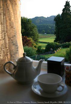 Le Jour ni l'Heure : thé à la fenêtre, Sawrey House Country Hotel, Sawrey, Cumbria, lundi 28 juillet 2008, 20:14:52 by Renaud Camus, via Flickr