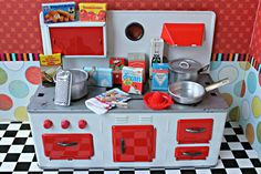 Vintage Tin Toy Metal Doll Stove Kitchen door DollEnthousiastHome