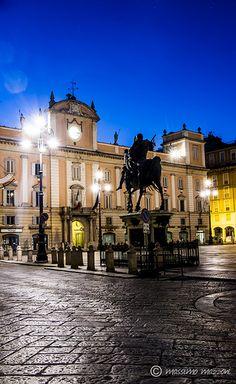 PIACENZA - Piazza dei Cavalli in notturna - ® Massimo Mazzoni