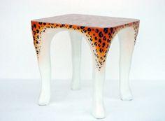 Farklı tasarımı ile leopar desenli sehpa dekorasyon modeli örneği