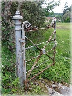 Old Gates, Garden Gates And Fencing, Fence Gate, Garden Entrance, Entrance Gates, Rustic Gardens, Outdoor Gardens, Farm Gate, Rustic Fence