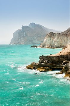 Limestone cliffs at Mughsail on the Indian Ocean coast west of Salalah in Oman // photo by @justinfoulkes #oman #ocean #sea