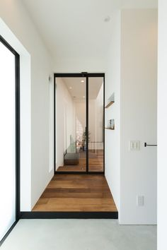 home colors interior Entrance Design, House Entrance, Home Door Design, House Design, Great Interior Design Challenge, Weekend House, Minimalist Interior, House Rooms, Interior Architecture