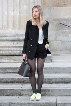 Sac à main Alma épi Louis Vuitton, blazer HM Trend, débardeur  Other Stories, short dentelle The Kooples, Vans néon jaune