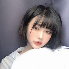 Wow girls, beautiful face in 2019 menina Short Hair With Bangs, Girl Short Hair, Hairstyles With Bangs, Ulzzang Girl Selca, Ulzzang Hair, Korean Bangs, Ombré Hair, Uzzlang Girl, Cute Korean Girl