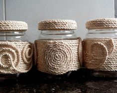 Diy Crafts - This post was discovered by Aygin Baykal. Discover (and save!) your own Posts on Unirazi. Mason Jar Crafts, Bottle Crafts, Diy Home Crafts, Handmade Crafts, Twine Crafts, Wine Bottle Art, Decorated Jars, Decoration, Sisal