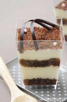 Čokoládu nasekajte, dajte do hrnca a nad parou pomaly rozpustte. Tiramisu, Pudding, Carving, Ethnic Recipes, Sweet, Desserts, Food, Smoothie, 1
