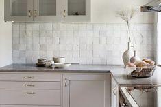 Kitchen Dining, Kitchen Cabinets, Dining Room, C'est Bon, Kitchen Interior, Decoration, Double Vanity, Tiles, Sweet Home