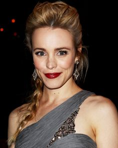 Rachel McAdams is combining 2 classics to match today's quickly growing trends: mini-pompadour and side braid