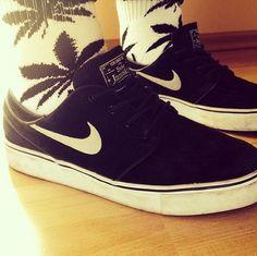 Image via We Heart It https://weheartit.com/entry/149330703 #black #cheers #christmas #december #girl #love #nike #sb #shoes #skate #sneakers #snow #socks #stefan #white #huf #skategirl #janoski