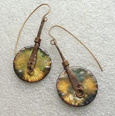 By Sheri Mallery Vitreous glass enamel on copper and bronze earrings. Coin Jewelry, Enamel Jewelry, Copper Jewelry, Glass Jewelry, Wire Jewelry, Jewelry Crafts, Jewelry Art, Beaded Jewelry, Jewelery