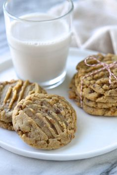 Soft Baked Peanut Butter Toffee Cookies. Soft and chewy with little hints of toffee and chocolate throughout this peanut butter cookie