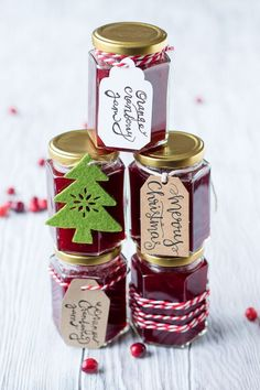 Say happy holidays with this festive Cranberry Orange Jam! Make a batch of holiday homemade jam to give as Christmas gifts, or save this small-batch jam for yourself so you can enjoy cranberries year round. You can also skip the canning instructions and s Jelly Recipes, Jam Recipes, Brunch Recipes, Holiday Recipes, Brunch Food, Breakfast Recipes, Eat Breakfast, Christmas Jam, Christmas Breakfast