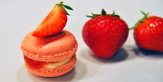 STRAWBERRY AND CREAM CHEESE MACARONS