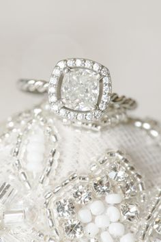 sparkling cushion cut halo diamond wedding engagement ring