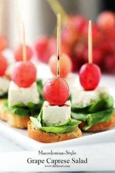 25 Genius Toothpick Appetizers That Will Curb the Munchies Toothpick Appetizers, Mini Appetizers, Appetizer Salads, Healthy Appetizers, Appetizer Recipes, Delicious Appetizers, Christmas Appetizers, Italian Appetizers, Christmas Snacks