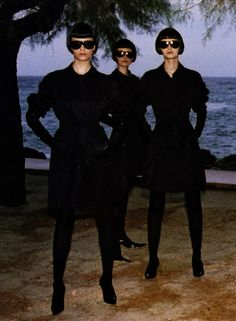 Mariacarla Boscono by Helmut Newton for Vogue Italia March 2004 Helmut Newton, Dark Fashion, Fashion Beauty, Norman, Newton Photo, Gamine Style, Glamour, Famous Photographers, Poses