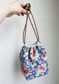 Drawstring Bag Diy, Drawstring Bag Pattern, Drawstring Bag Tutorials, Diy Tote Bag, Pouch Pattern, Diy Purse, Tote Bags, Diy Bags Tutorial, Zipper Pouch Tutorial