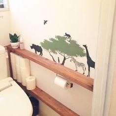 cute idea for downstairs bathroom Small Toilet Room, Small Bathroom, Downstairs Bathroom, Bathroom Storage, Toilet Design, Japanese Interior, Diy Interior, Home Organization, Shelving