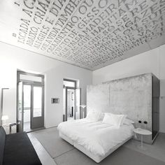 look at that beautiful ceiling! ❥ Casa Do Conto Hotel in Porto, Portugal