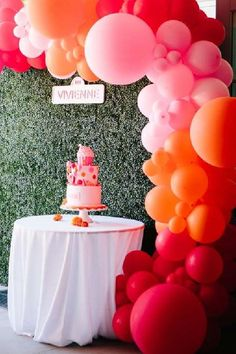 Don't miss this fun pink Elmo-themed birthday party! Love the balloon garland! See more party ideas and share yours at CatchMyParty.com #catchmyparty #partyideas #elmo #elmoparty #girlbirthdayparty #balloongarland Birthday Goals, Girls Birthday Party Themes, Elmo Birthday, Baby Girl First Birthday, Birthday Balloons, Birthday Parties, Sesame Street Party, Sesame Street Birthday, Elmo Cake