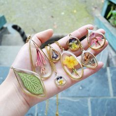 Moss Crystal Terrarium Necklace Lord of the Rings Inspired Necklace Resin Crystal Necklace Real Moss Resin Jewlery, Resin Jewelry Making, Resin Necklace, Crystal Necklace, Diy Resin Crafts, Jewelry Crafts, Handmade Jewelry, Stick Crafts, Beaded Beads