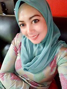 Muslim Women Fashion, Girl Hijab, Muslim Girls, Beautiful Hijab, Hey Girl, Sexy Asian Girls, Hijab Fashion, Asian Beauty, Girls Dresses