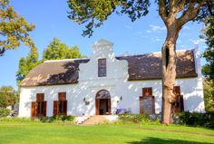 Built in 1750 in the Cape Dutch style, Laborie is considered the most important house in an architectural sense in the Paarl area of the Western Cape in South Africa. Architecture Images, Colonial Architecture, Dutch Gable Roof, South African Homes, Dutch Gardens, Cape Dutch, Dutch House, Facade House, House Facades