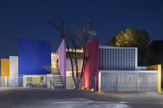 House TEC 205 / Moneo Brock Studio
