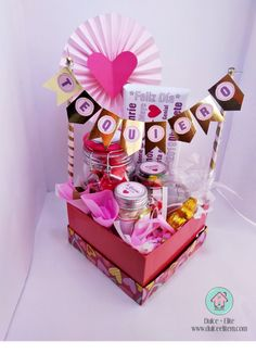 6 different ideas for a surprise box – Dulce Elite% – different box Dulc … - Modern Diy Bouquet, Candy Bouquet, Birthday Box, Birthday Gifts, Craft Gifts, Diy Gifts, Breakfast Basket, Surprise Box, Ideas Para Fiestas