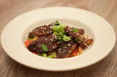 Aziatische eendenborst met noodles; een makkelijk en lekker gerecht. Ooster
