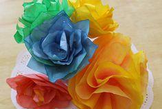 Centros de mesa con flores hechas con filtros de café ¿increíble verdad? en este post te cuento...