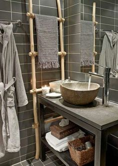 Cool grey, shelf for baskets, small sink