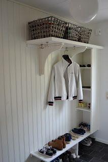 Hallway Storage, Bedroom Storage, Entryway Organization, Cottage Entryway, Entryway Decor, Hall Cupboard, Danish Interior Design, Small Hallways, Compact Living