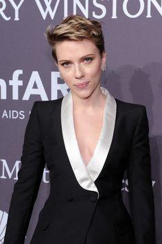 Actress Scarlett Johansson attends the amfAR New York Gala 2017.