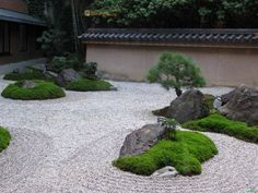 With water, rocks as well as lawn elements you can produce your own contemporary Japanese garden in your minimalist residence. Right here are 8 sample styles as recommendation product for you. Moss Garden, Garden Stones, Zen Garden Design, Landscape Design, Modern Japanese Garden, Japanese Gardens, Japan Garden, Design Jardin, Low Maintenance Garden