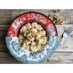 Vita su Marte: Gnocchi di ricotta e parmigiano con erbe e noci Crisp, Food And Drink, Recipes, Recipies, Ripped Recipes, Recipe